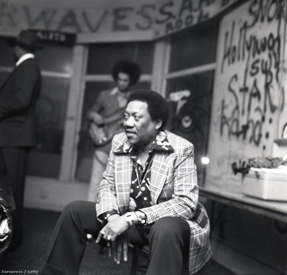 """A '70-es évek továbbra is a kifinomult gitárzenéről szólt a Whiskyben. Bobby """"Blue"""" Bland többször is zenélt arrafelé, BB King mellett ő volt a legendás memphisi blues színtér egyik első, komolyabb sikereket elérő előadója, egyesek a blues Sinatrájának hívták. A Whisky a Go-Go menedzsmentje, főleg Elmer Valentine kifejezetten támogatta az afroamerikai előadókat, rendszeresen tartottak blues esteket. Bland egyébként tavaly nyáron hunyt el 83 évesen."""