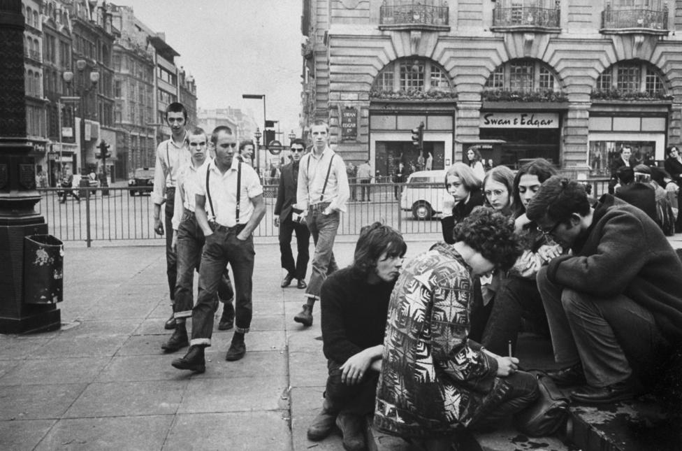 Spencer 90 évet élt, de sosem öregedett meg, egész életében fiatalos maradt. A Life magazin bezárása után a People magazinnak rendszeresen fotózott zenészeket is, Bob Dylant, Freddie Mercuryt, Boy George-ot, a Pet Shop Boyst. Képben volt, hogy mi történik az ifjúsággal, ezt a képet 1969-ben lőtte a Picadillyn korzózó skinheadekről.