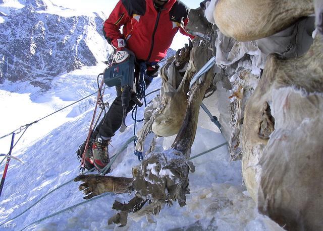 Az egyik 2004-ben előkerült, gleccserbe fagyott holttest