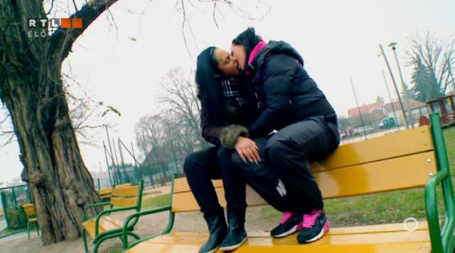 Biszex VV Teo és egy lány egy random padon