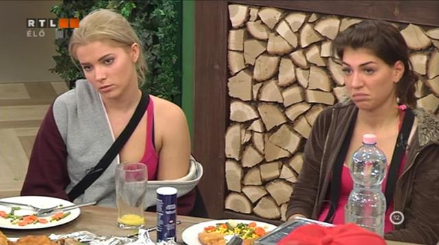 Dorka és Iza arca, miután Charlotte beszólt