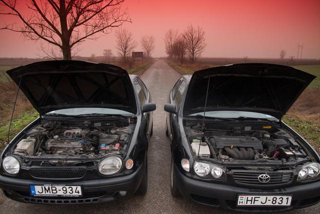 A békalámpásban még a régi, vagy ha úgy tetszik, jól bevált 4A-FE motor, a másikban már a változó szelepvezérléses VVTi