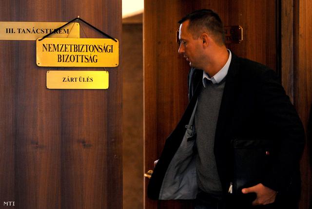 Molnár Zsolt bizottsági elnök (MSZP) távozik az Országgyűlés nemzetbiztonsági bizottságának üléséről a Képviselői Irodaházban.