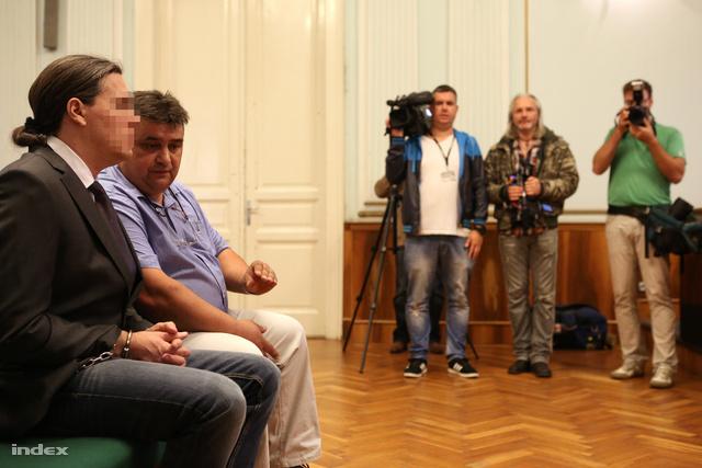 A kép a tavaly októberi első tárgyaláson készült.
