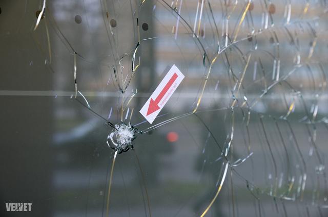Január 13-án, a hajnali órákban robbant egy bomba a Lehel úton, nagy károkat okozva. A tettes azóta szökésben van.