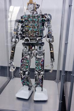 Ma már helyi szervomotorokat használnak, sokkal kompaktabb is az újfajta Toyota-robot