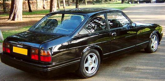 Opel Senator hátsólámpák a harmonikus Bristol Blenheim fenekén. Istenem, ez az egész autó valami förtelmes