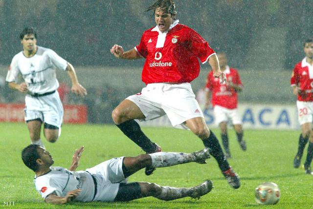 2004. január 25. A 24 éves labdarúgó a Vitoria Guimaraes elleni bajnoki mérkőzésén