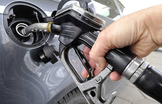 Akár idén megjelenhet a magyar kutakon az E10. Érdemes lesz felkészülni, hogy ne töltsük autónk tankjába, ha az nem alkalmas a használatára a gyári ajánlás szerint. Nézze meg a kezelési útmutatót