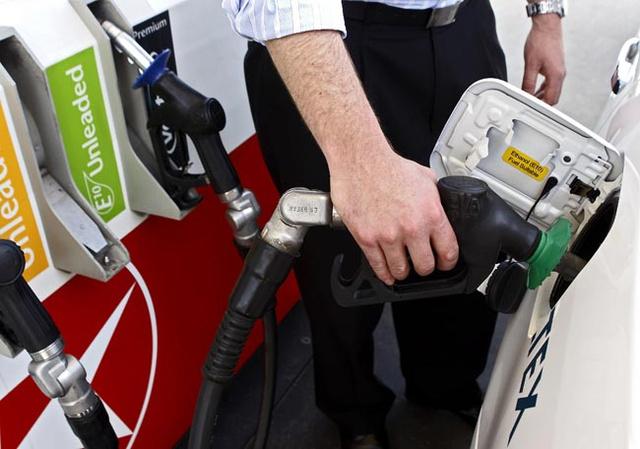 Bizonyos kutakon a hagyományos benzin mellett, máshol azt kiváltva jelenhet meg az E10-es 95-ös benzin