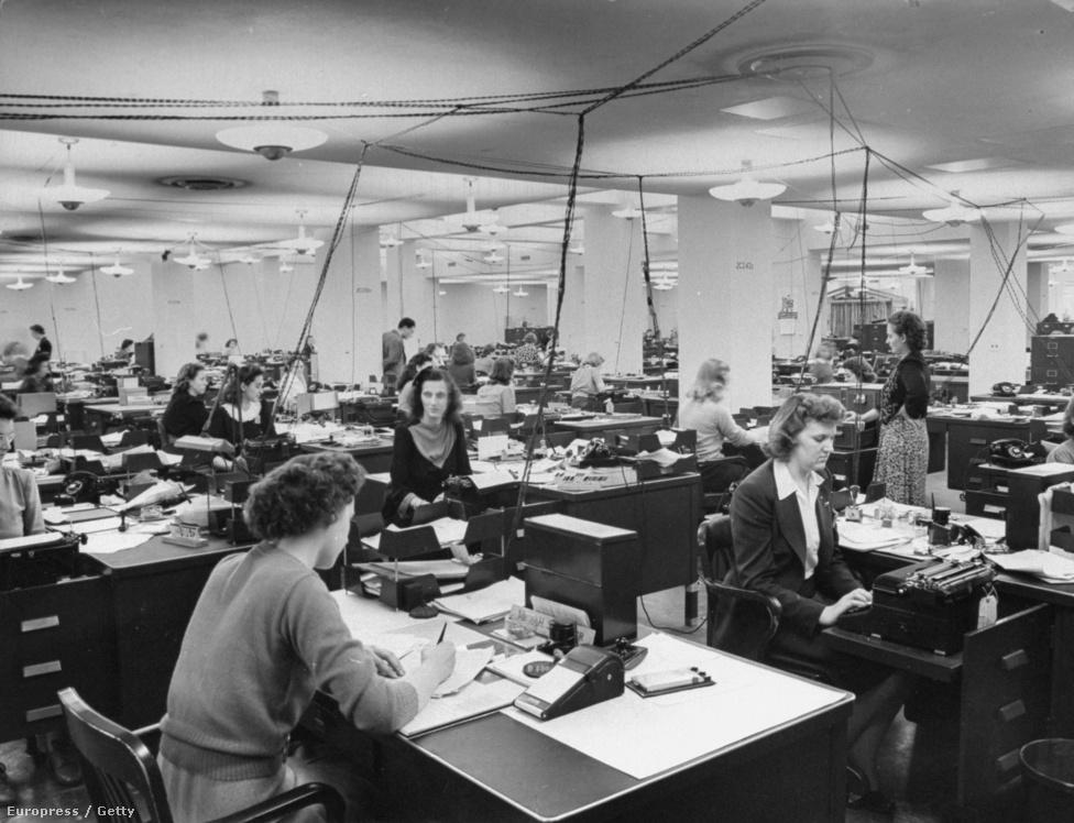 Betanuló dolgozók a Pentagon vadonat új épületében,  1943-ban. Myron az egyike volt az elsőknek, akik körbejárhatták az épületet. Jó kapcsolatot ápolt két amerikai elnökkel is: Roosevelthez elnök azért szerette, mert jó érzékkel tudta, mikor nem kell fotóznia, Eisenhower pedig földijének tekintette közös Kansas-i származásuk miatt.