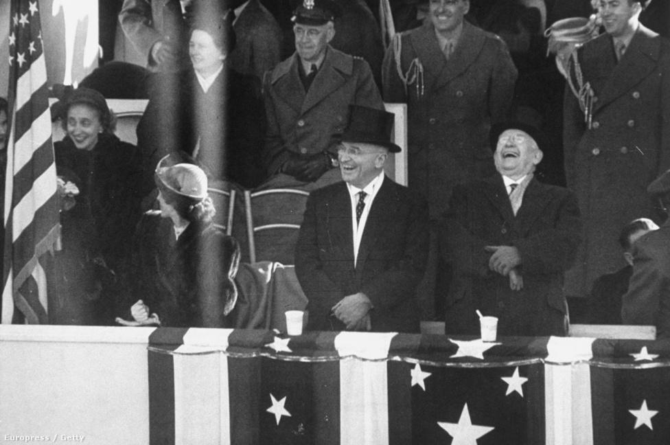 Truman eredetileg Roosevelt  alelnöke volt, így első elnöksége alatt nem is volt saját alelnöke. A második ciklusban sem Barkle-yt szerette volna maga mellé, hiszen több dologban sem értettek egyet, mégis úgy alakult, hogy együtt kormányoztak négy éven át. Az 1949-es  beiktatási ceremónián is együtt nevettek.