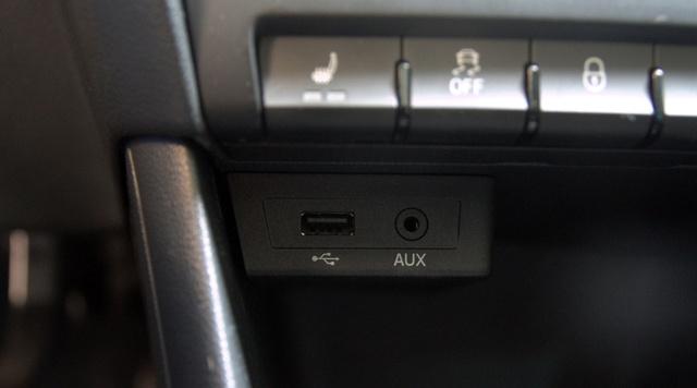Kicsit utólagos kendács-szag lengi körül a méregdrága USB-aljzatot