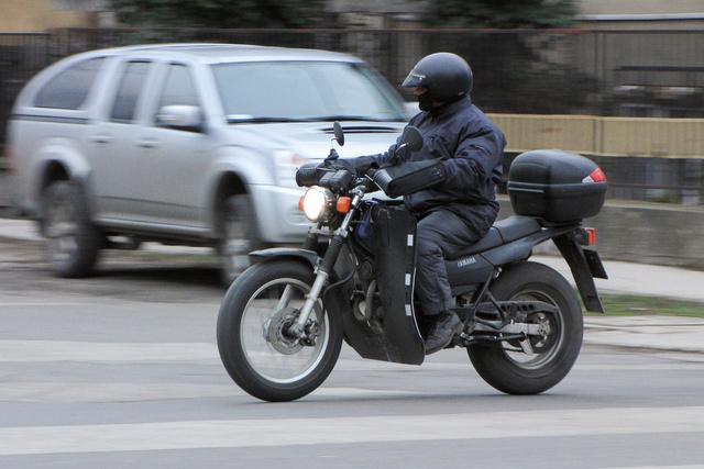 Nem futár, csak egy egyszerű motoros, aki közlekedési eszközként használja a gépét
