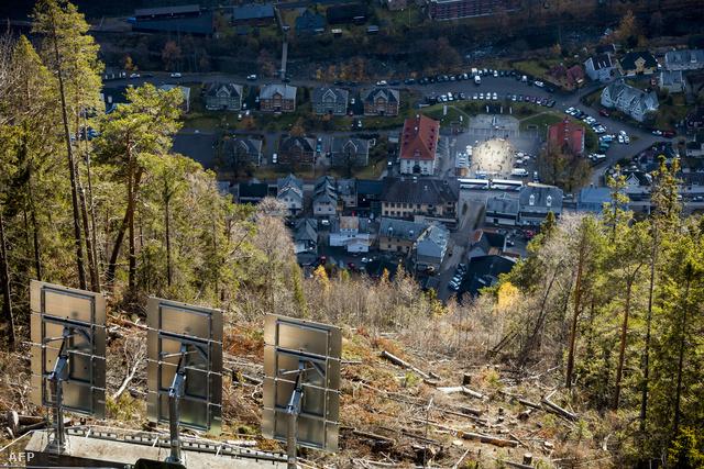 A norvégia Rjukan iparvárosba szeptembertől márciusig nem süt be a Nap, ezért három gigantikus tükörrel csempésznek egy kis fényt a városközpontba.