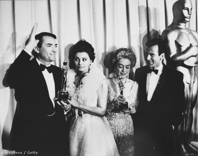 Gregory Peck, Sophia Loren, Joan Crawford és Maximilian Schell 1963-ban, Hollywoodban.
