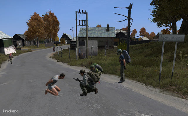 Öten összeverődtünk és letartóztattunk mindenkit, akivel találkoztunk útközben. Aztán otthagytuk őket levetkőztetve a zombiknak. A megbilincselt játékos 10-15 percig nem tud mozogni