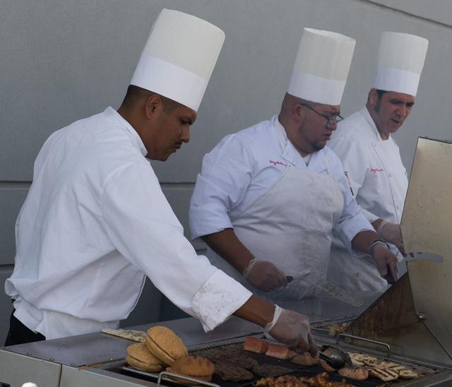 A mexikói fiúbanda kiváló hamburgert sütött