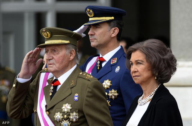 I. János Károly király (b),doña Sofía királyné és Fülöp herceg Madridban, a Királyi palota előtt, 2014. január 6-án.