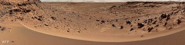 A Dingo rés látképe a marsjáró kamerájával készített felvételeken