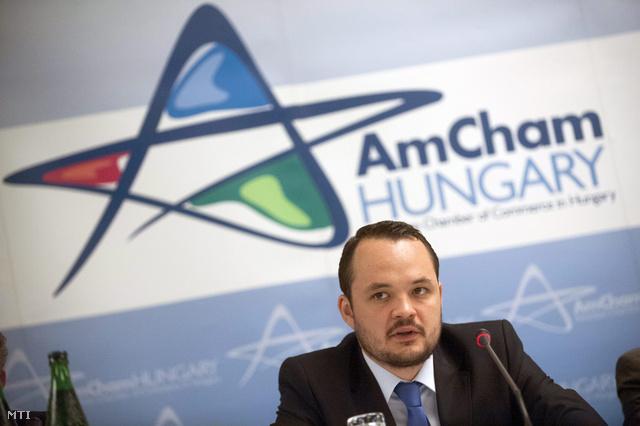 Lenner Áron Márk a Nemzetgazdasági Minisztérium belgazdaságért felelős helyettes államtitkára felszólal az Amerikai Kereskedelmi Kamara és a Magyar Gépjárműipari Szövetség közös rendezvényén Budapesten 2013. június 3-án.