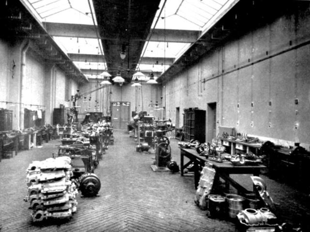 Az 1904–05-ös postaautók öntvényeit a Műegyetem gépműhelyében munkálták meg