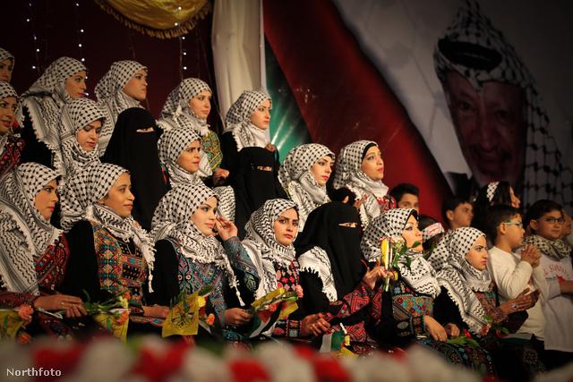 Gázában 50 pár házasodott meg egyszerre – ők a menyasszonyok
