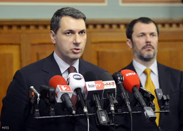 Lázár János és Giró-Szász András a mai sajtótájékoztatón