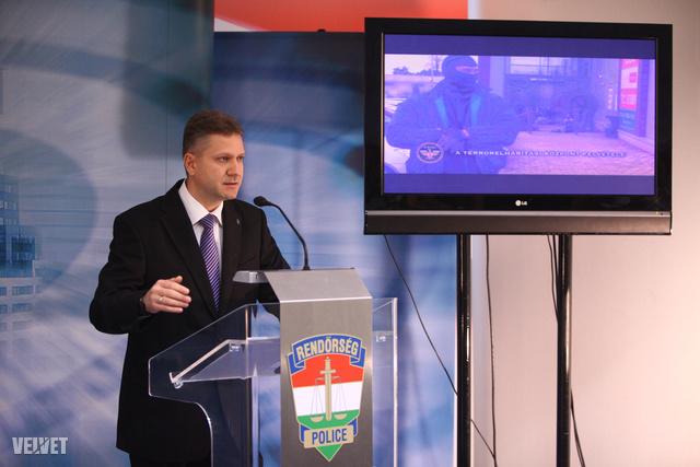 Bucsek Gábor sajtót tájékoztat
