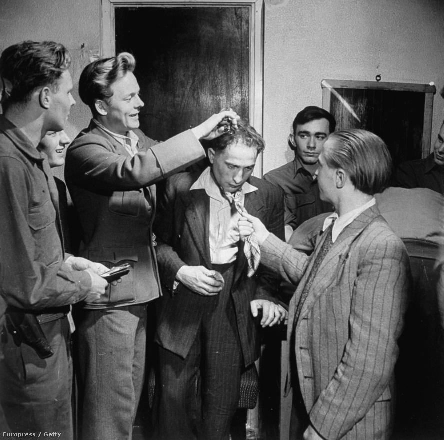 A náci Herbert Plevoets, Hitler kapcsolattartója letartóztatása után. A náciellenes ifjúsági szervezet megszégyenítésként lenyírták a haját.