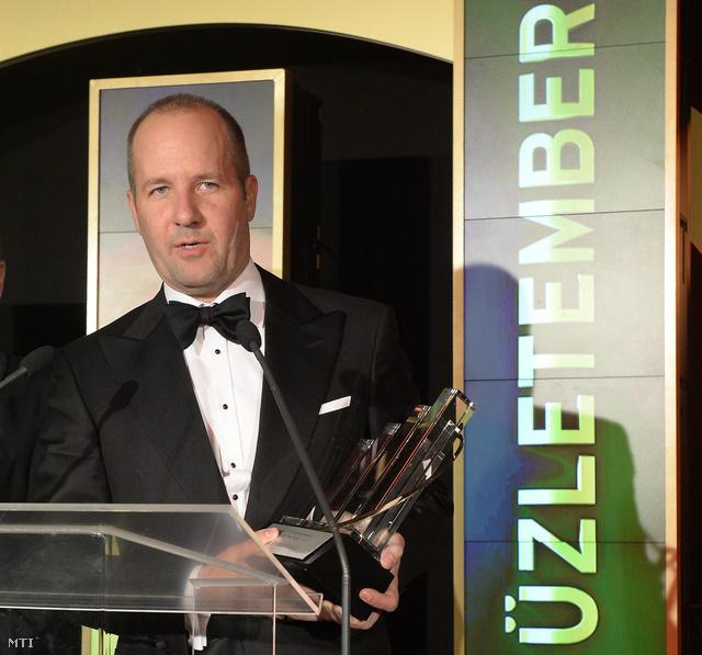 Vinnai Balázs az IND Group alapítója átveszi Az év üzletembere díjat 2013. november 16-án.