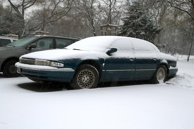 Ez a Chrysler LHS is elég sok helyet foglal a Közlekedési Múzeum előtt. Nem tegnap óta