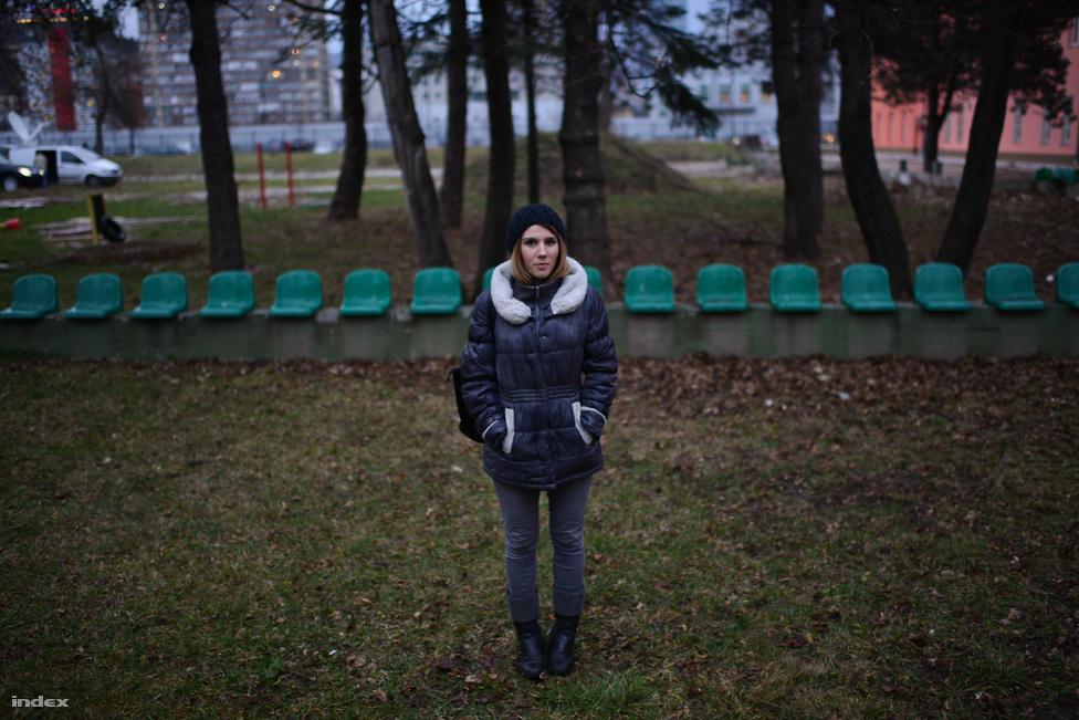 """Sejla Kulenovic (23), nyomozónak tanult. """"A rendőrségi szakokon a tanárok nem értenek egyet a tüntetőkkel. A professzoraim mind politikai hátszéllel kerültek a helyükre, így nekik nem érdekük a változás"""" - mondta Sejla. A lánynak nincs állása, és biztos benne, hogy lényeges változás nélkül soha nem is lesz."""