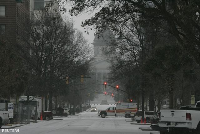 Dél-Karolina, Columbia: a belváros főutcája kihalt, az ítéletidőben teljesen leállt a forgalom