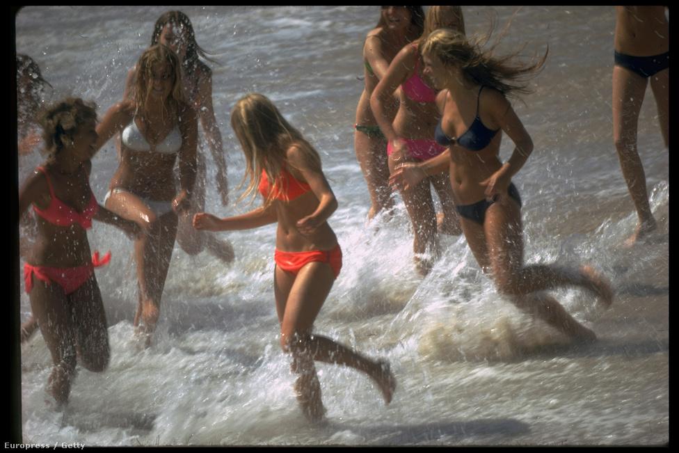 Bikinis lányok - téma, ami sosem megy ki a divatból. Rentmeester 1970 nyarát tölötte Kaliforniában, ahol mindenki szép, szőke és fürdőruhát visel.