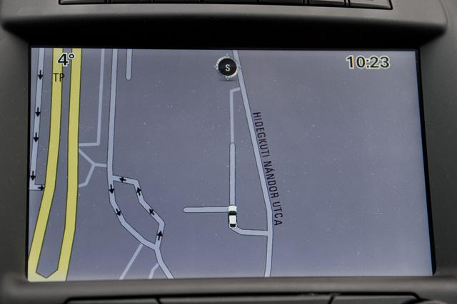 Lassúreagálású navigáció