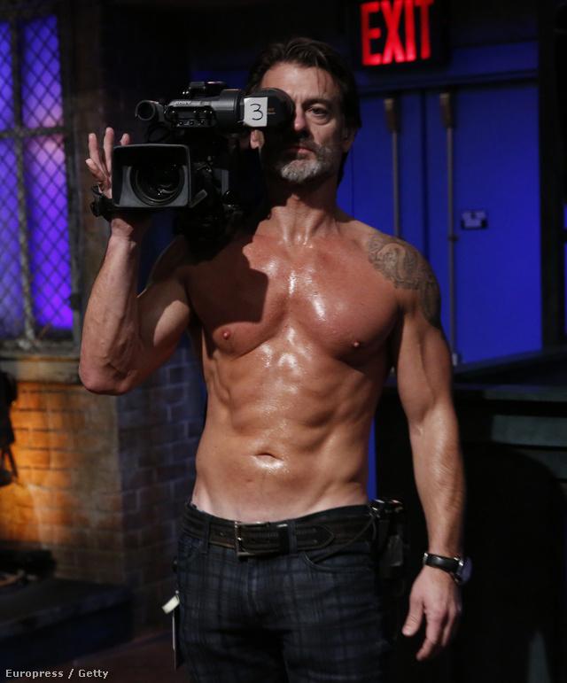 Ezt a férfit a kamerával Mike Kilkennynek hívják, ő gondoskodik arról, hogy minden olajozottan menjen az adás felvételekor
