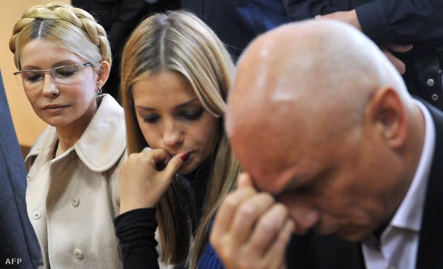 Julija Timosenko, lánya Jevgenyia és férje Alexander a kijevi bíróságon, 2011. október 11-én.