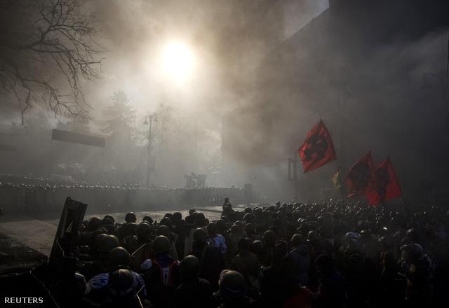 2014-02-19T073825Z 719857324 GM1EA2J16N401 RTRMADP 3 UKRAINE
