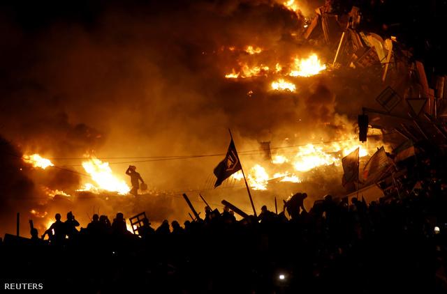 Kijevben tovább égtek a barikádok