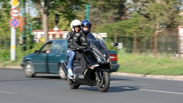A Yamaha Tmax összes eddigi generációja jól fogyott. Tavaly ez a maxirobogó végzett ötödik helyen az EU-s toplistán. Pedig ára sehol sem számít alacsonynak