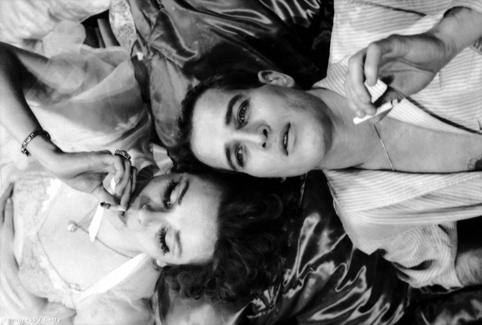 Geraldine Page és Paul Newman fej fej mellett dohányzik Az ifjúság édes madara egyik jelenetében. Az 1959-es színdarab után három évvel elkészült a történet filmváltozata is, ugyanezekkel a főszereplőkkel.