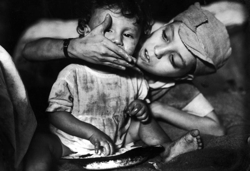 Parks képein rendszeresen visszaköszönnek a társadalmi egyenlőtlenségek. A Life-nak készített talán legfontosabb fotósorozatában egy Rio de Janeiro gettójában élő, beteg kisfiúra fókuszált. A tizenkét éves Flavio da Silva, apja leépülése miatt, a család nyolc gyermekének legidősebbikeként volt kénytelen gondoskodni szüleiről és testvéreiről.