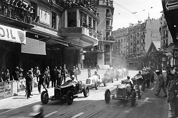 Az 1934-es első Montreux-i Nagydíjon Benoit Falchetto indult a Maseratival (20-as rajtszám)