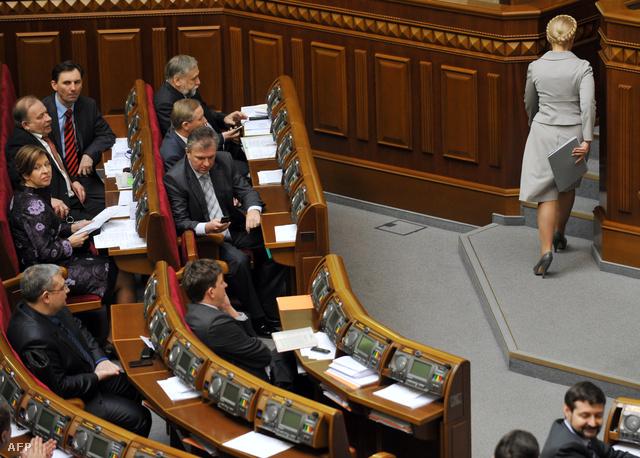 Timosenko elhagyja a parlamentet, miután megbukott a 2010-ben kezdeményezett bizalmi szavazáson