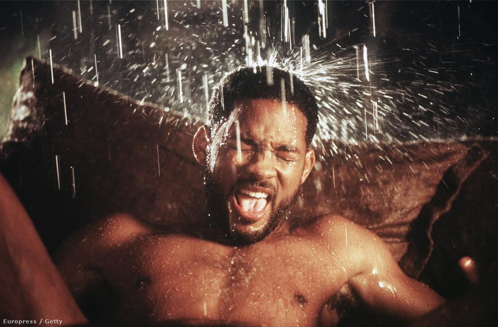 Will Smith Wild Wild West forgatásán 1998-ban. A film öt Arany Málnát nyert, köztük a legrosszabb párosért Will Smith és Kevin Kline. Szegény Will Smith a Mátrixot mondta vissza, hogy ebben a filmben szerepeljen, biztos erre gondolt ezen a képen is.