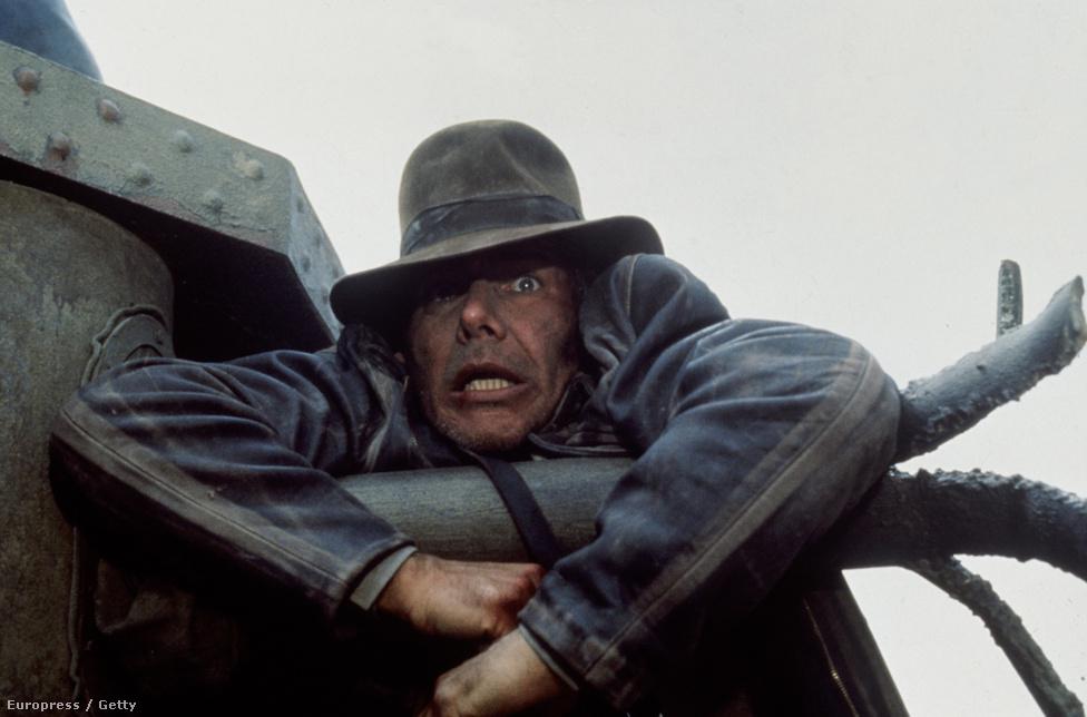 Harrison Ford az Indiana Jones és az utolsó kereszteslovag forgatásán 1989-ben. Egy német tank csövén lóg egy üldözéses jelenetben. A film a legjobb effektekért nyert Oscar-díjat.