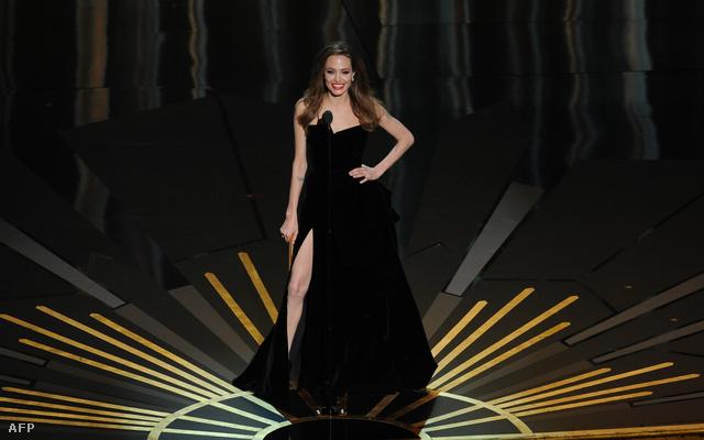 Angelina Jolie híres combvillantása a 2012-es gálán.