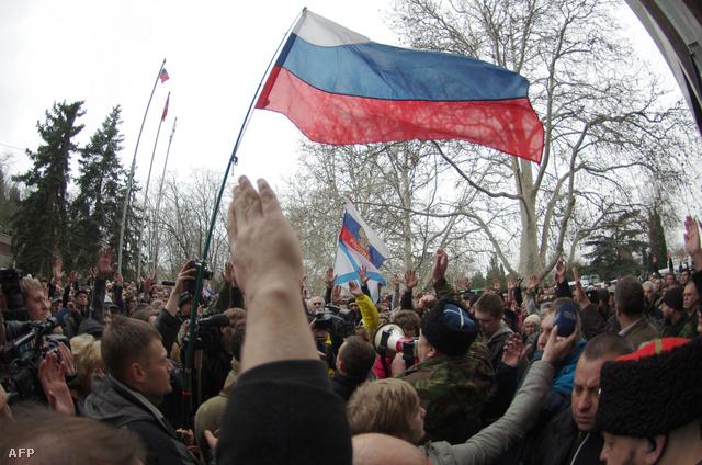 Tüntetések voltak a hétvégén a kelet-ukrajnai, oroszbarát Szevasztopolban, ahol a tömeg új városvezetőt választott és önvédelmi csapatokat is létrehoztak.