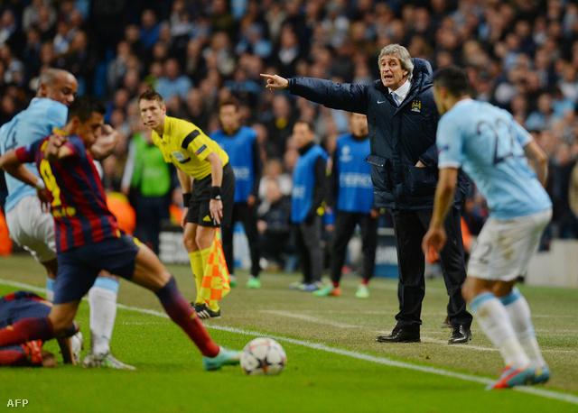 Manuel Pellegrini a pálya mellett a City-Barcelona mérkőzésen